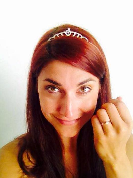 Míša se pochlubila zásnubním prstýnkem.