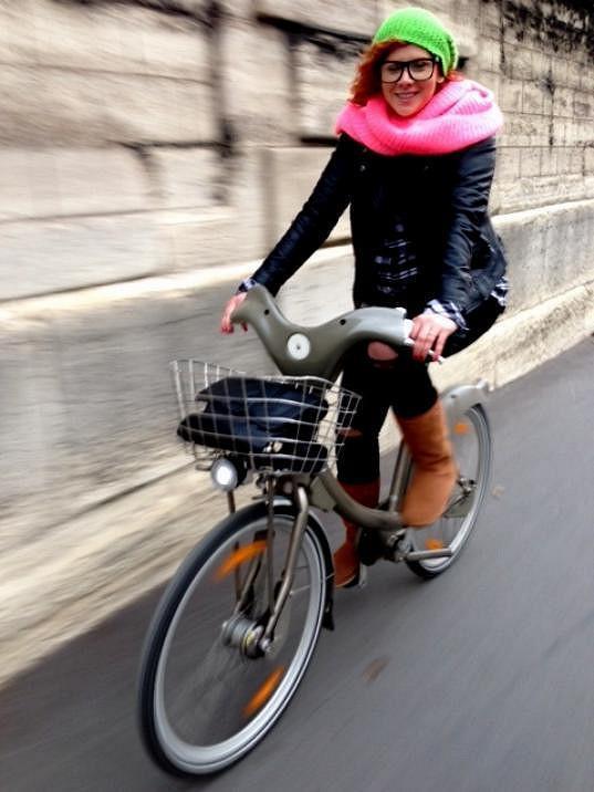 Dvojice si v Paříži zařádila na kolech.