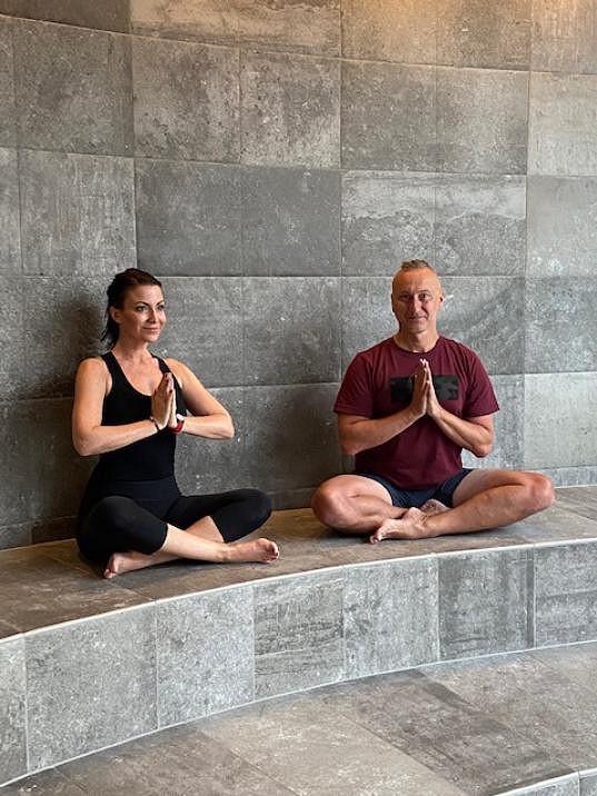 Jedné jeho lekce v rakouském wellness hotelu ve městečku Laa (česky Láva nad Dyjí) se zúčastnila i Gábina Partyšová.