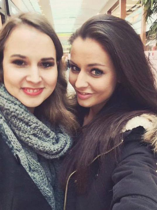 Tereza Chlebovská (vpravo) se pochlubila neméně krásnou sestrou.