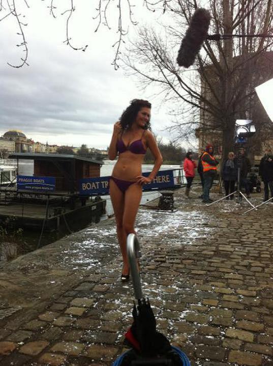 Jana Doleželová je profesionálka, a tak se do plavek svlékne klidně i v prosinci.