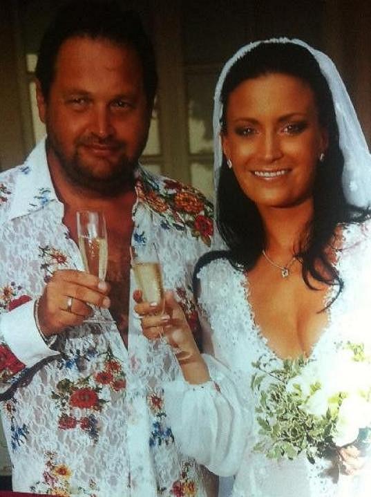 Pepa a Gábina jako ženich a nevěsta před sedmi lety.
