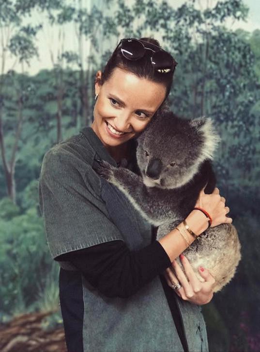 V zoo se pomazlila s koalou.