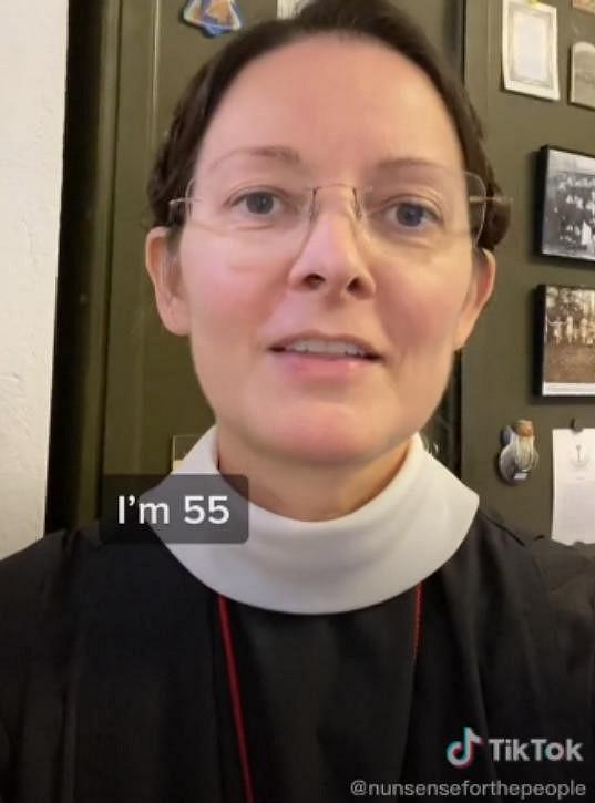 Je mi 55 let, prozradila sestra Monica v reakci na vzkazy, v nichž jí ženy psaly, jak mladistvě vypadá.