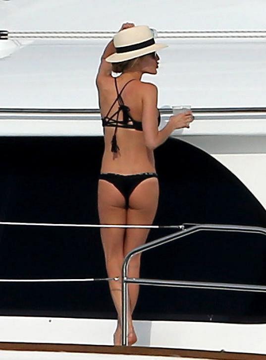 Kristin Cavallari si udržuje luxusní postavičku i po dětech.