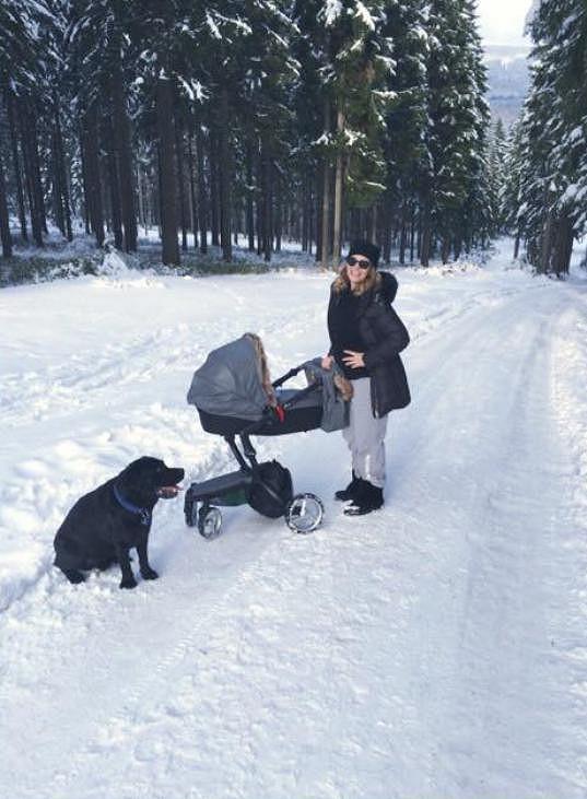 Monika Absolonová vyrazila s rodinkou na hory.