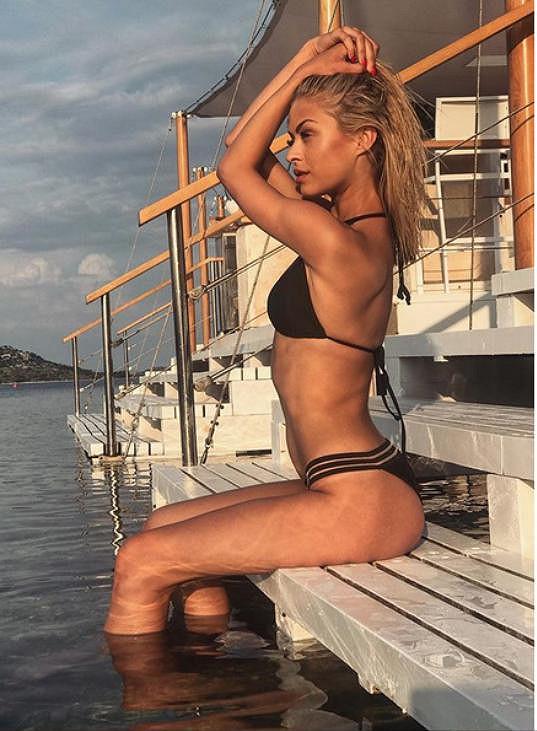 Kubíčková pózovala na jachtě.