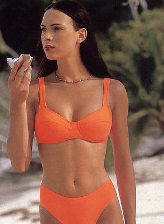 Díky svým mírám 89-63-92 Kateřina často předvádí spodní prádlo a plavky.