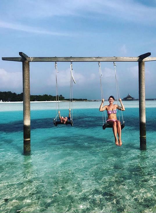 Míša Salačová relaxuje na Maledivách.