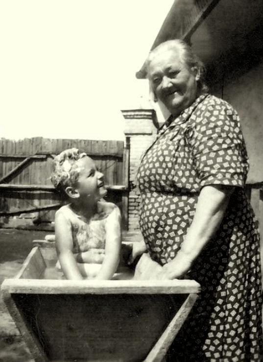 Vano se svou babičkou, která se o něho hodně starala.