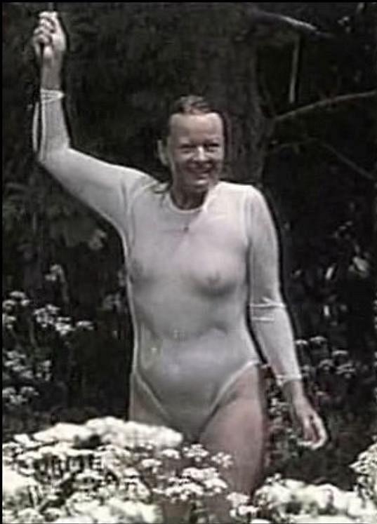 Hrad z písku (1994) a slavná scéna v dešti.