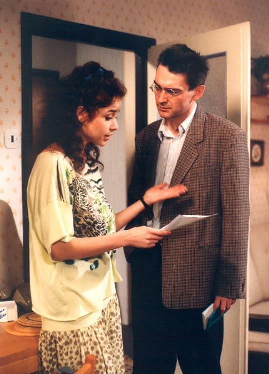 S Vladimírem Dlouhým v seriálu Hříchy pro pátera Knoxe (1990)