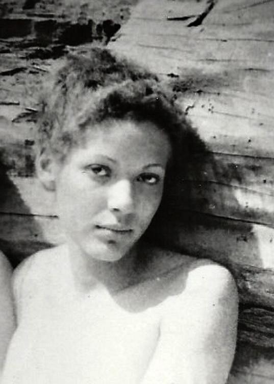 Exotická míšenka Venuše Samešová měla pohnutý život. Její knižní vzpomínky jdou na dračku.