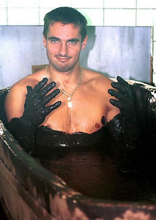Roman Šebrle během relaxu v bahenní lázni
