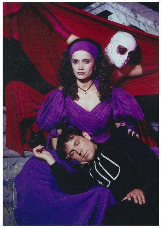 Lucie Bílá a Pavel Vítek na čtvrt století starém archivním snímku z muzikálu Dracula.