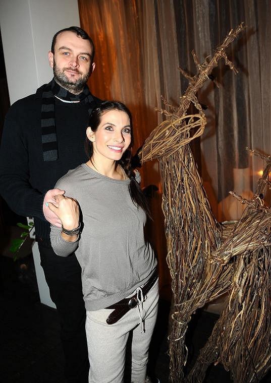 I Evin manžel je o půl metru vyšší než ona.