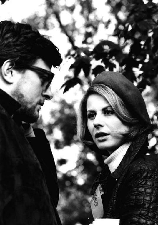 Marie Drahokoupilová s Janem Kačerem ve filmu Flirt se slečnou Stříbrnou (1969)