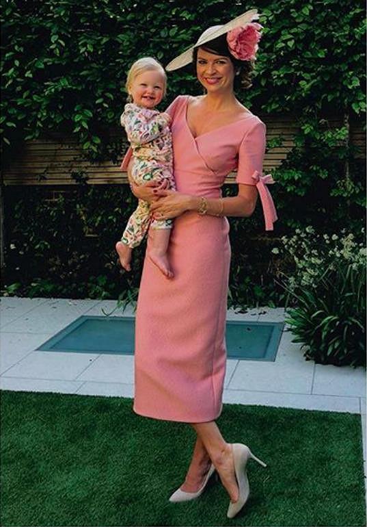 Česká výživová poradkyně Gabriela Peacock, která pomohla zhubnout princi Harrymu nebo jeho sestřenici princezně Eugenii, v šatech od Emilie Wickstead.
