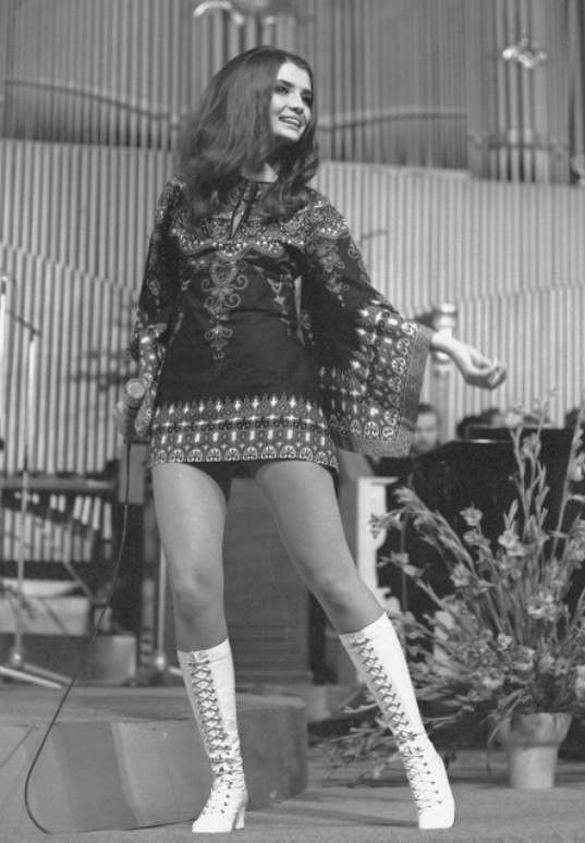 Patřila mezi idoly 70. let. Oblékala jedny z nejkratších minisukní.