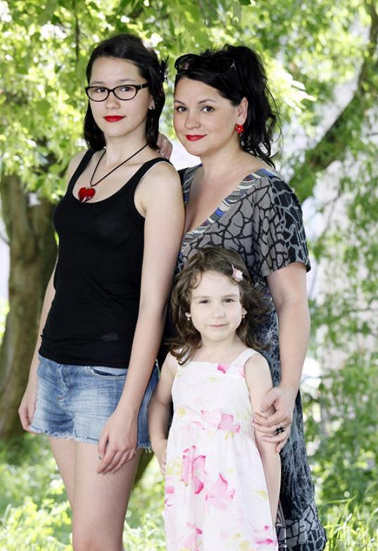 Magda žije především pro své dvě dcery.