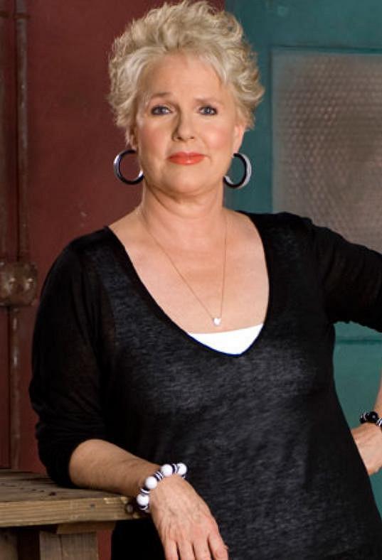 Ve filmu se objeví i několikanásobná držitelka cen Emmy Sharon Gless.