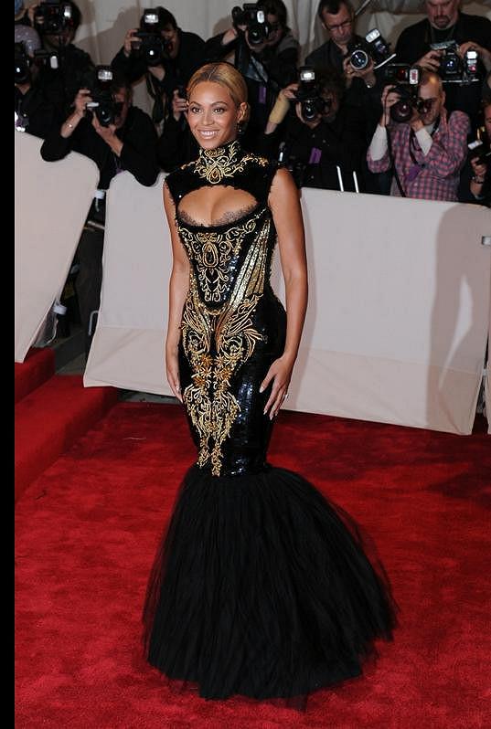 Krásná Beyoncé byla v upnutých šatech letos v květnu velice štíhlá.