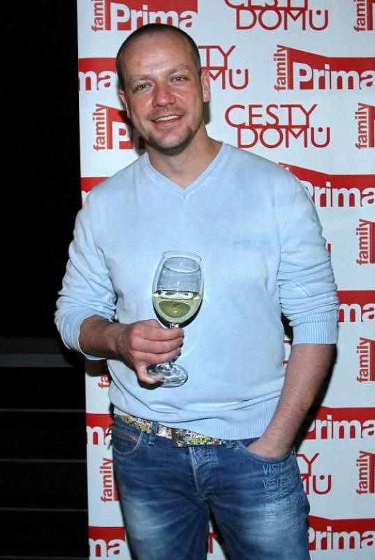 Filip Blažek hraje například v seriálu Svatby v Benátkách.