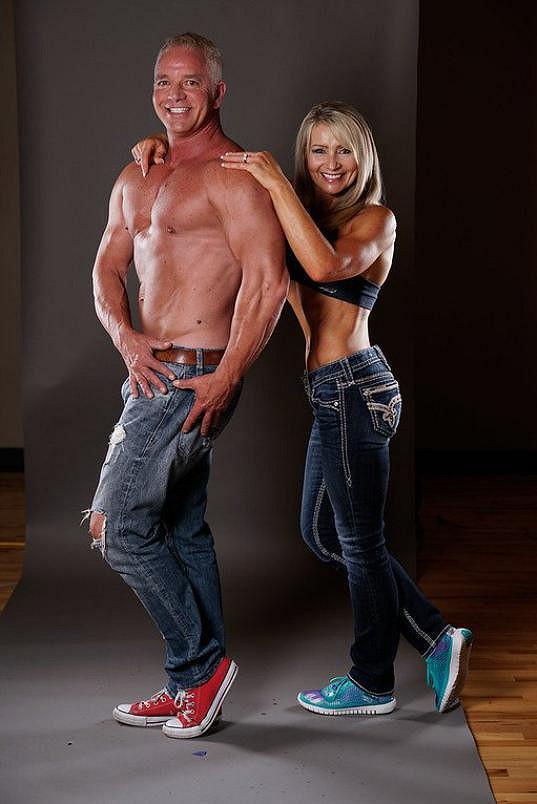 K soutěžení v bodybuildingu ji přivedl o šest let mladší manžel Mark. I on žije velmi aktivně.