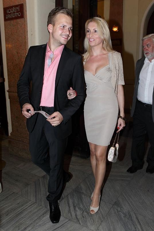 Martin s partnerkou Ivonou Selníkovou jsou pořád opálení.