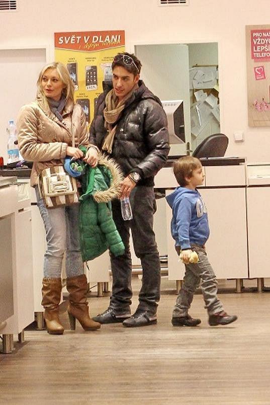 Pár opět vyrazil ven i s Lucčiným synem Lucasem.