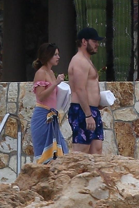 Od loňska randí s hercem Chrisem Prattem.