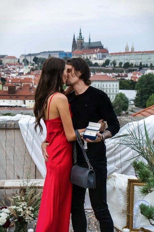 Letos v červenci se Kristýna Schicková a Lukáš Třešňák zasnoubili.
