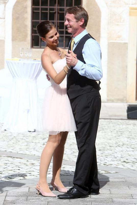 Adriana Neubauerová si v seriálu zahrála začínající herečku, která svádí Jiřího Dvořáka alias Ivana Drozda.