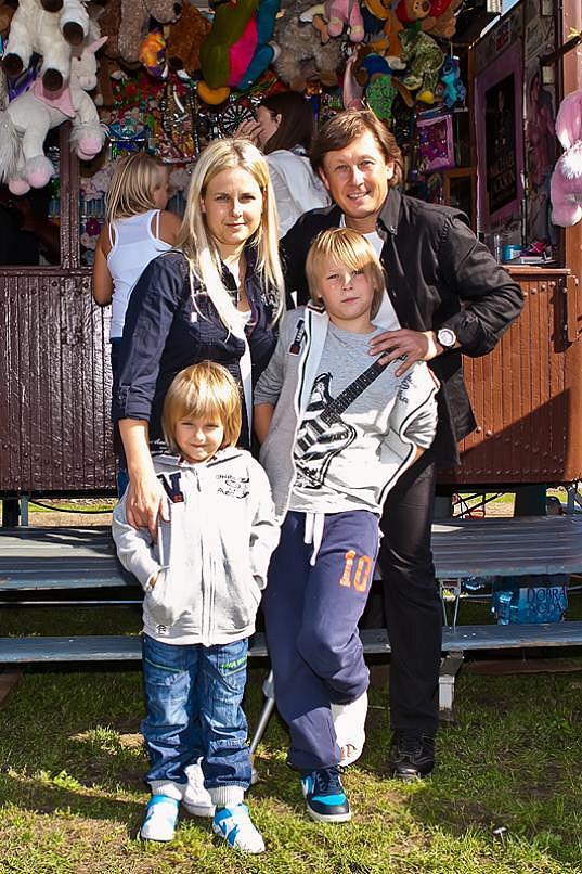 Pavel Kožíšek s manželkou Lucií a syny Matyášem a Jakubem