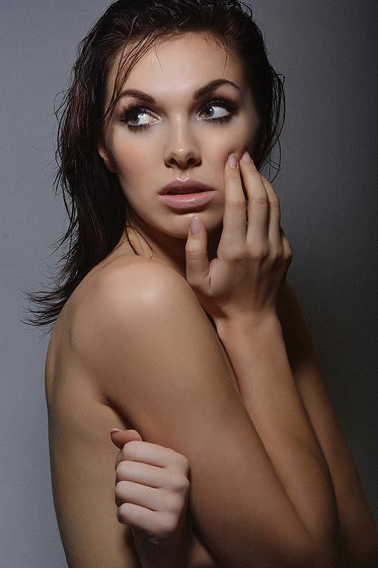 Kamila je krásná a fotogenická žena.