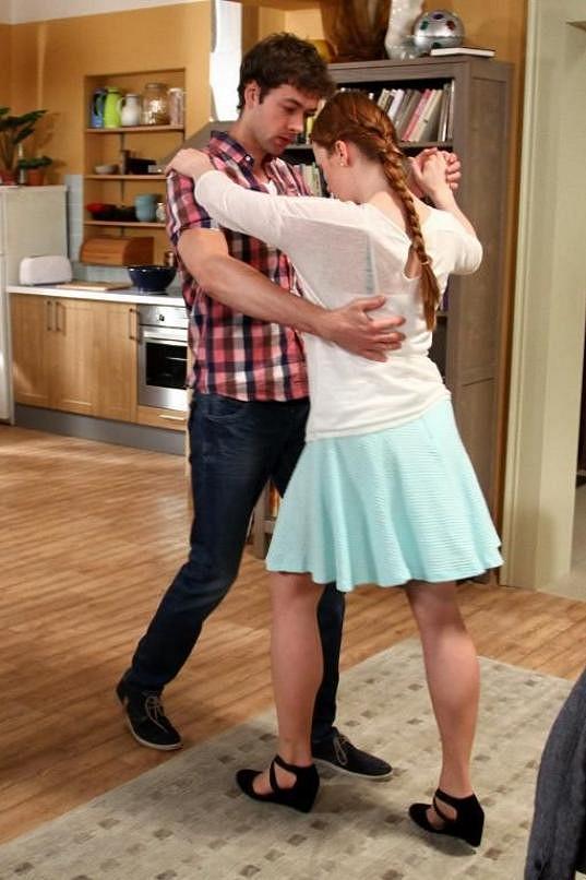 V seriálu se musel učit tančit salsu s Marií Doležalovou.
