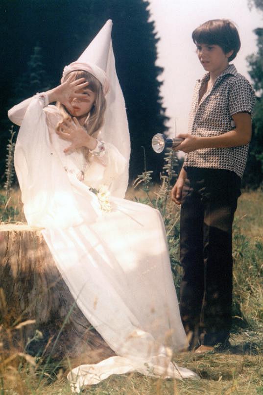 S Danou Vávrovou jako Dlouhý Janek ve svém nejslavnějším filmu Ať žijí duchové (1977).