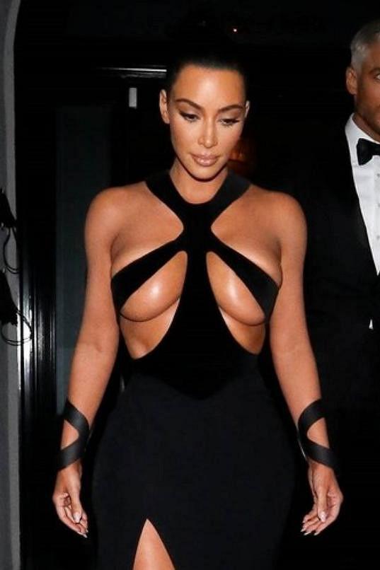 Kim se nikdy nebála šokovat svými módními kreacemi.
