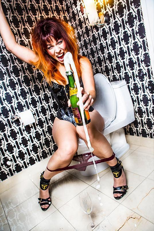 Míša Nosková fotila i na toaletě.