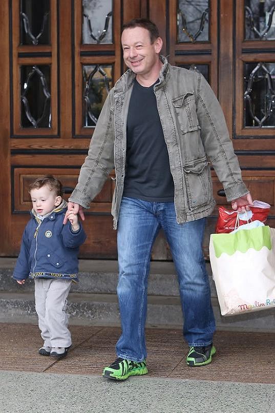 Nového brášku přišel přivítat i dvouletý Michal.