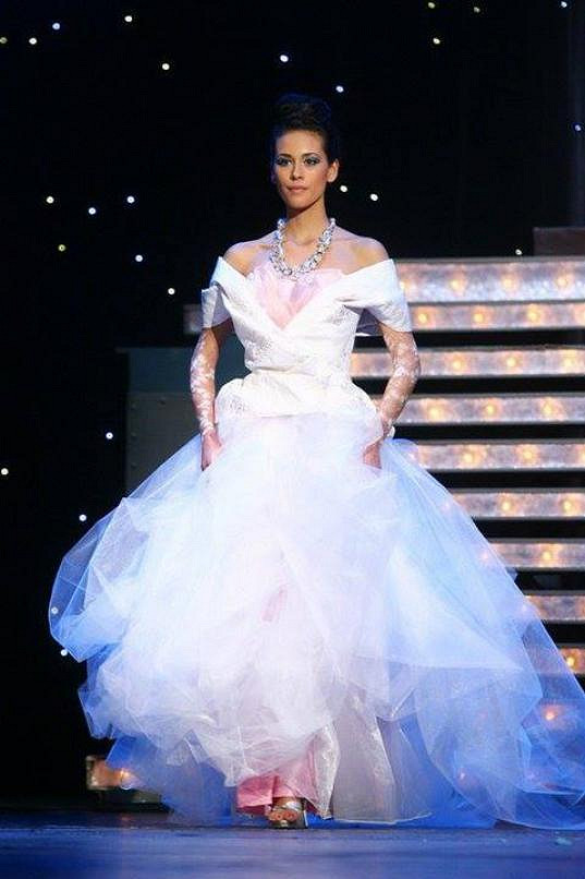 Svatební šaty oblékla jako modelka už mnohokrát, v červnu to bude ale opravdově.