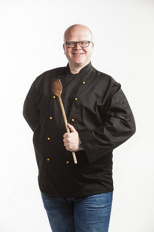 Radek Kuchař moderuje pořad Kolotoč v kuchyni.