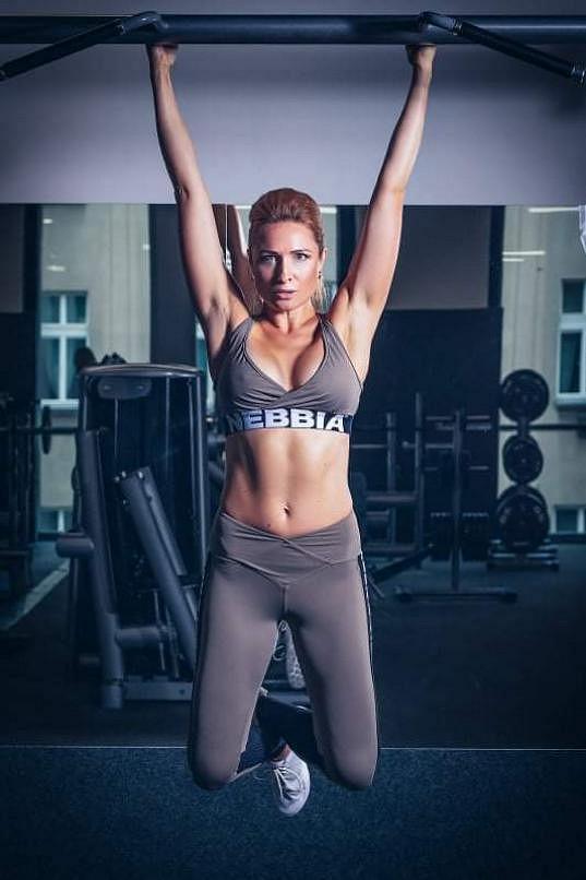 Romana miluje sport a dává si pravidelně do těla.