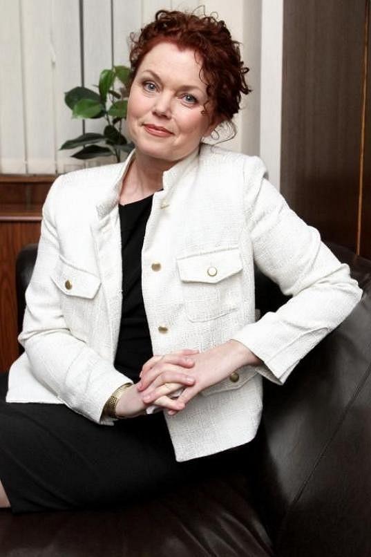Jana Janěková je novou hvězdou seriálu Cesty domů. Hádali byste jí 58 let?