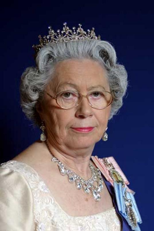 Mary Reynolds je anglické královně nesmírně podobná.