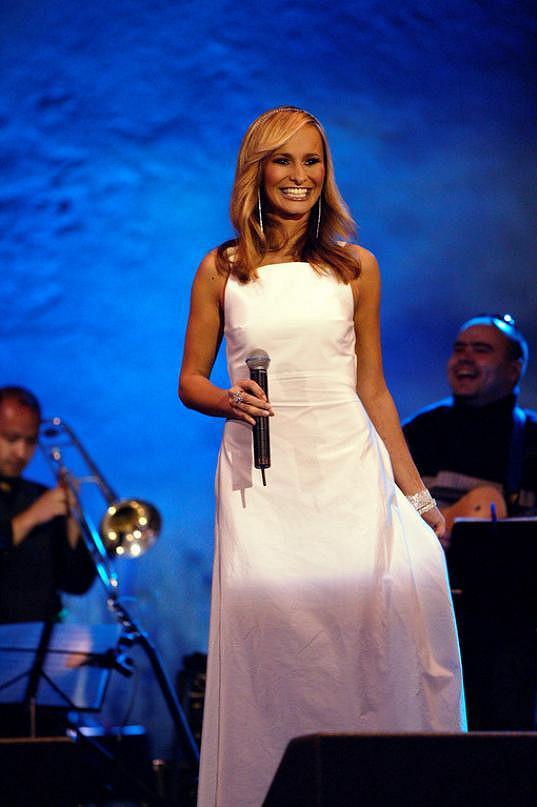 V roce 2004 vypadala Monika kouzelně.