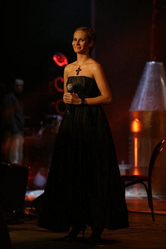 Absolonová vystoupila na koncertu poprvé v roce 2003.