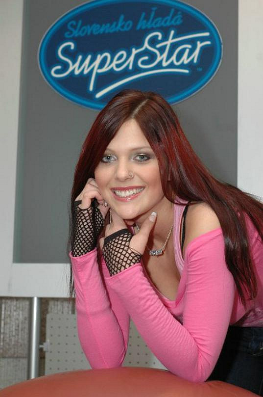 Martina Šindlerová ve slovenské SuperStar v roce 2004 vybojovala druhé místo.