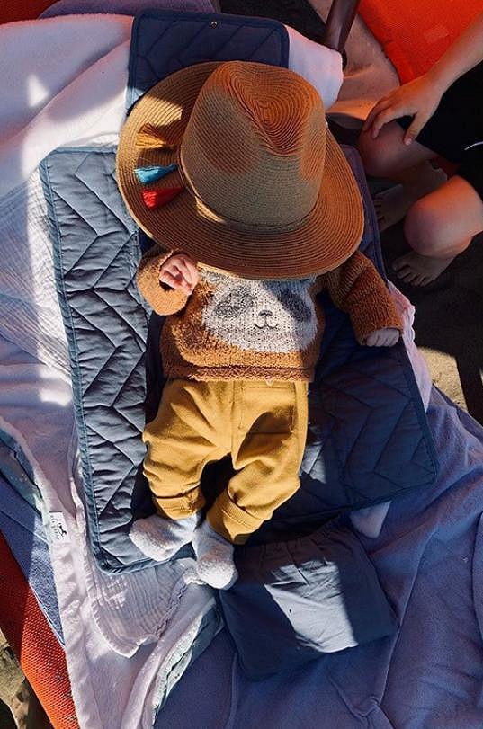 Dvouměsíční syn je na své první dovolené.