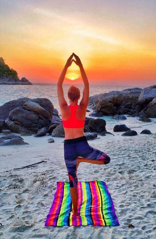 Iva Kubelková medituje v Thajsku.